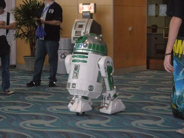2010 Long Beach Comic Con R2 unit